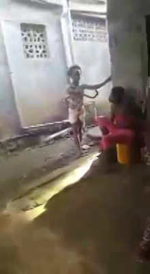 GIRL IN PINK GETS THE CLOTHES BEATEN OFF HER - LiveGore.com
