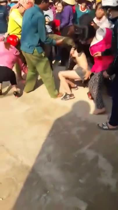 FEMALE THIEF STRIPPED AND HUMILIATED BY FURIOUS ...