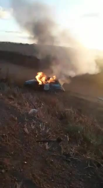 SEE MOMENTS OF DESPAIR OF A WOMAN BEING BURNED ALIVE IN AN ACCIDENT - LiveGore.com