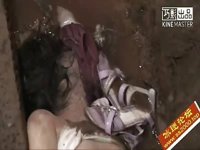 Discovering Naked Girl Dead Killed And Raped - LiveGore.com