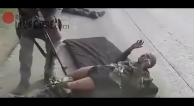 EXECUTED BY MACHINE GUN FOR A HAPPY CROWD - LiveGore.com